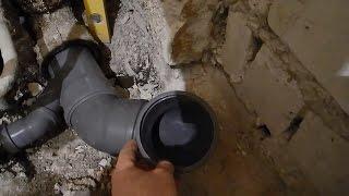 Замена чугунной трубы на пластиковую,для унитаза(В этом видео показано как заменить старый чугунный гусак для слива унитаза,на новую пластиковую трубу,со..., 2016-02-27T10:12:35.000Z)