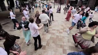 """""""Внезапно-в-пляс"""" - флешмоб по-русски - Flashmob-in-Russian"""