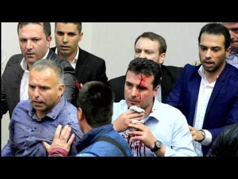 Parlament gestürmt: Rechte Demonstranten verprügeln Abgeordnete in Mazedonien