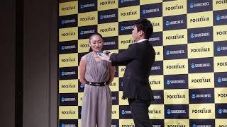 「POCKETALK W」(ポケトーク ダブル) 安藤美姫と原口あきまさによる翻...
