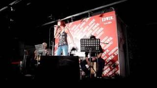 20101023 安娜在台灣舉辦的小型Acoustic演唱會!第一首送上新專輯的歌:...