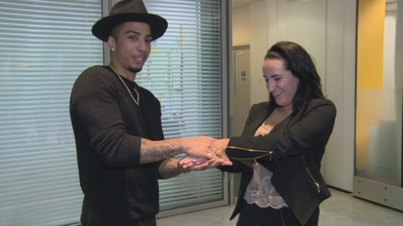 Magician troy leaves reporter speechless with card trick for Troy magician