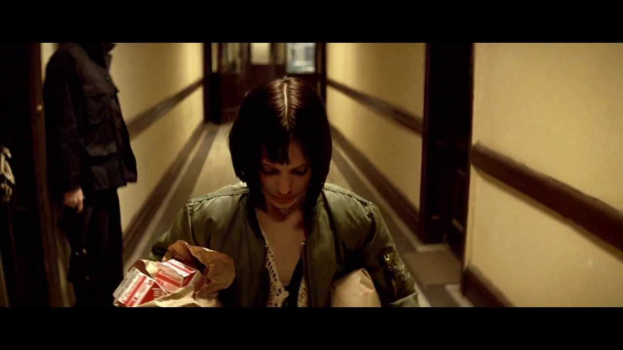 & Natalie Portman crying in Leon The Professional.1994 - YouTube
