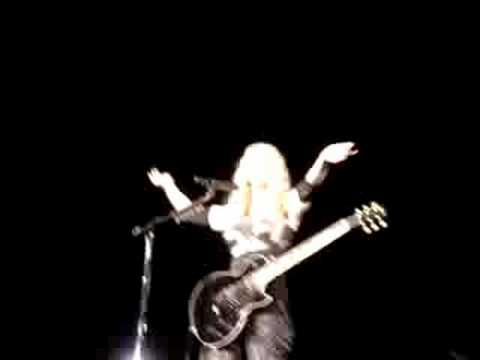 Madonna: Dress You Up as request song in Vienna 230908