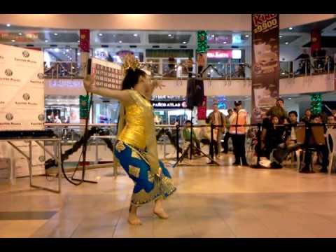 Puspanjali Performance at Salitre Plaza by Luz Marina Rojas Merchant