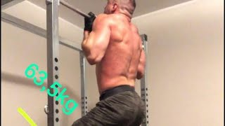 Chin up: 63,5kg in cintura/weighted chin up: 63,5 kg plus body weight.