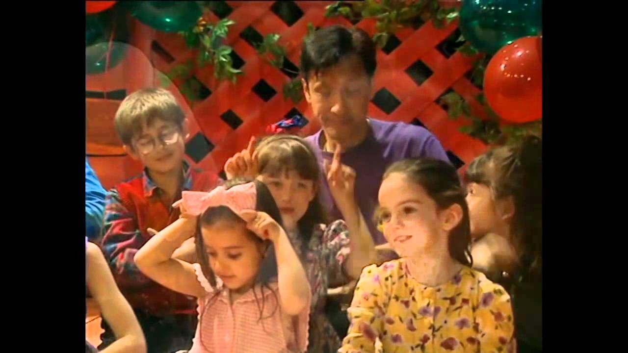 Review: Wiggly Wiggly Christmas [DVD / MUSIC] - The Wiggles - YouTube