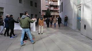 Amigos de Mamel Castañón increpan al autor de su atropello mortal a su salida de la Audiencia.