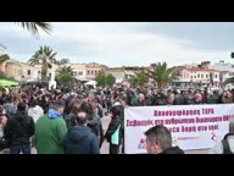 Lesbos residents seek resolution to migrant crisis
