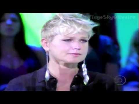 """Xuxa emocionada com a música  """"Ressuscita-me"""" de Aline Barros no Tv Xuxa - 1102"""
