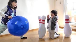 大きなボウリング大会!! 対決!!  こうくんねみちゃん Giant Bowling Toy Inflatable thumbnail