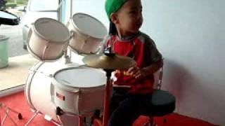 kid drummer 3 years old