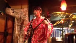 北谷食堂妻恋坂店にて。 素敵な歌声です。