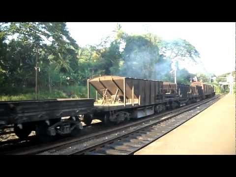 Sri Lanka Railway : Mixed ballast / freight train