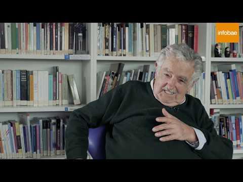 """""""Pepe"""" Mujica: """"Triunfar es sentirse feliz y levantarse cuando uno se cae, no ser rico"""""""