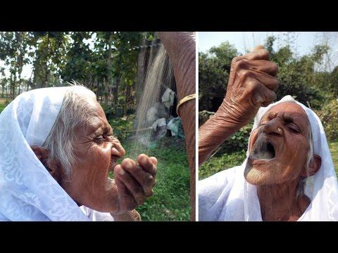 De no creer: una mujer asegura que se alimenta con arena hace 60 años