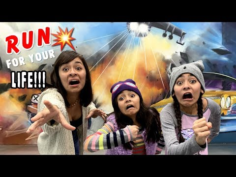Funny Movie Photo Challenge - Museum of Illusions Los Angeles - Vlog It  GEM Sisters