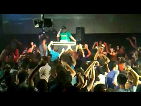 Flux Pavilion - I can't stop (Live)