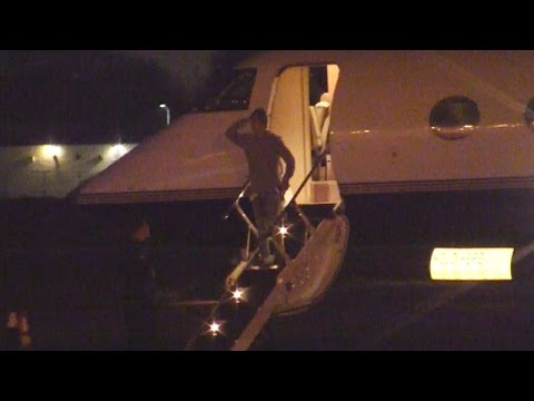 X17 EXCLUSIVE - Justin Bieber Salutes When Deplaning Private Jet In Los Angeles