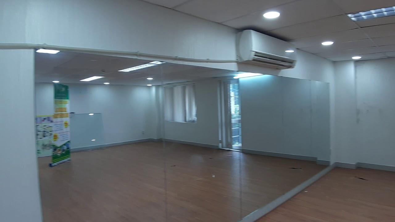 Văn phòng cho thuê 50m2, lót sàn gỗ đẹp   Nhà Xanh Leasing