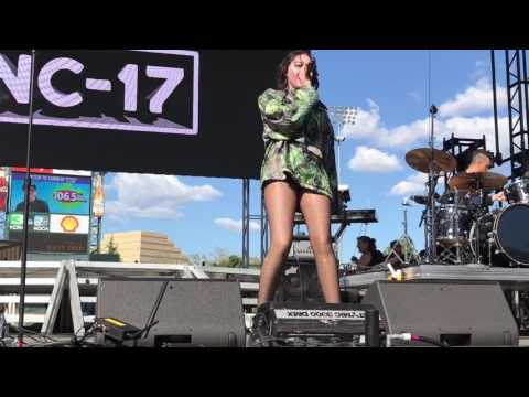 Noah Cyrus performs her new song