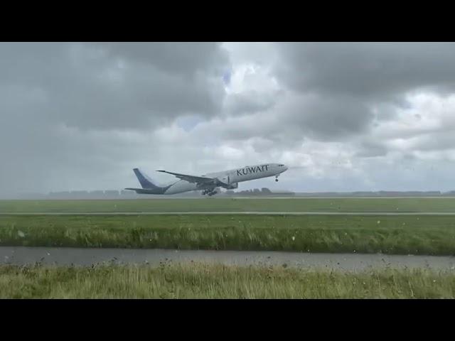 Video | Bizarre landing Boeing 777 op Schiphol