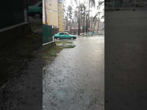 В Ирпене прошёл дождь затопило дороги. Гроза - Видео онлайн