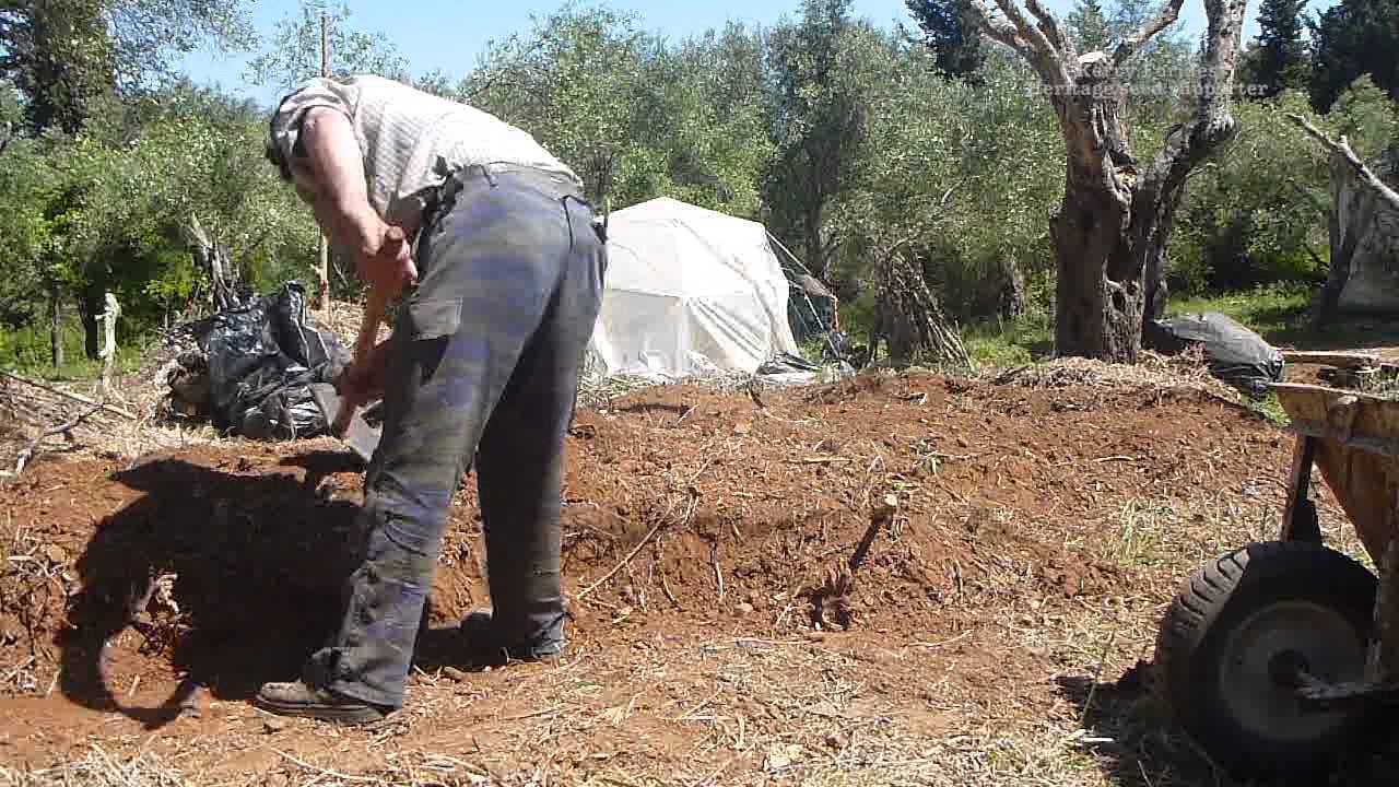 Kerry Cameraworks S07 EP04 Keyhole Pt1 no till no dig gardening ...