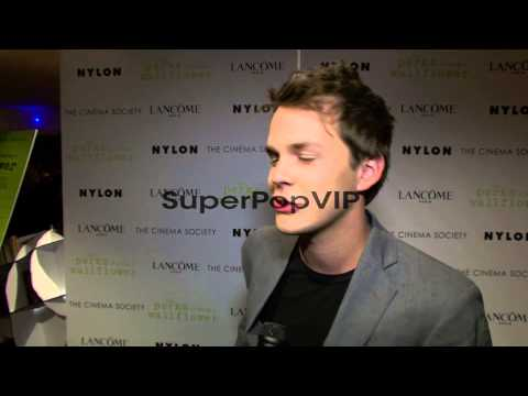 : Johnny Simmons on being the best dancer, and s...