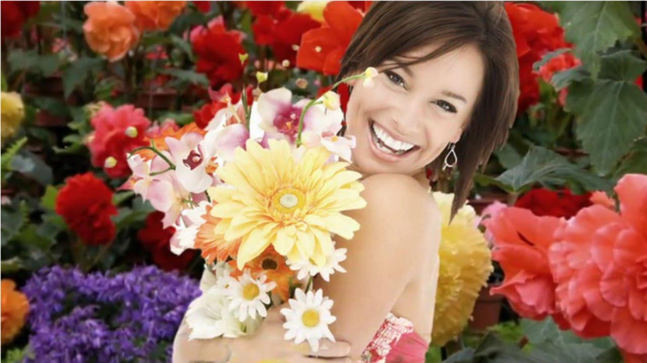 Суручану ион дарите женщинам цветы