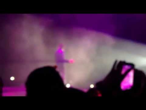 Anirudh, Arjun & Lady Kash singing Oh Penne @ Anirudh Live In Sg Concert