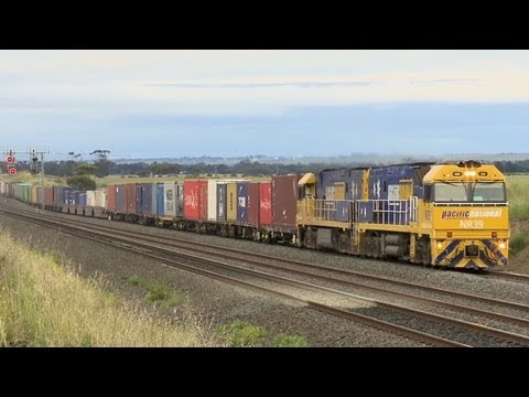 Very Long Freight Train to Melbourne - PoathTV Australian Trains, Railways and Railroads