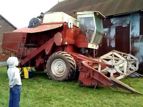 Moissonneuse batteuse ih 541 sortie de grange apres 4 ans youtube - Moissonneuse cars ...