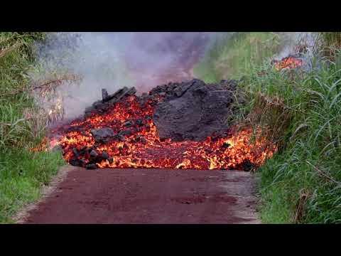 UPDATES Lava Flow-  KAPOHO  NONI FARMS rd  Hawaii Volcano 2018