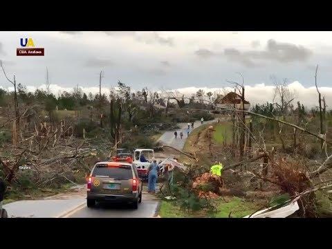 Разрушительный торнадо обрушился на американский штат Алабама