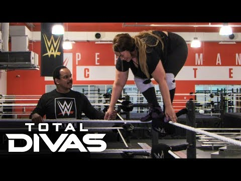 Nia Jax tries to go to the top rope: Total Divas Preview Clip, Oct. 29, 2019 from YouTube · Duration:  1 minutes 23 seconds