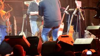 שלמה ארצי - אמפי שוני 23/10/2014 מנגן עם הנכד מיכאל
