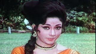 Tanuja, Mala Sinha, Paisa ya Pyar - Romantic Scene 4/17