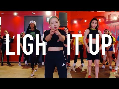 """Marshmellow Feat.  Tyga & Chris Brown - """"Light It Up"""" 