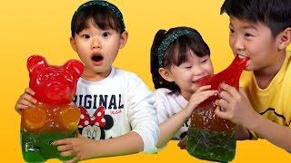 라임의 초거대 하리보 곰젤리 먹기에 도전하다!! 먹방 챌린지 (World's Largest Gummy Bear Challenge) LimeTube & Toy