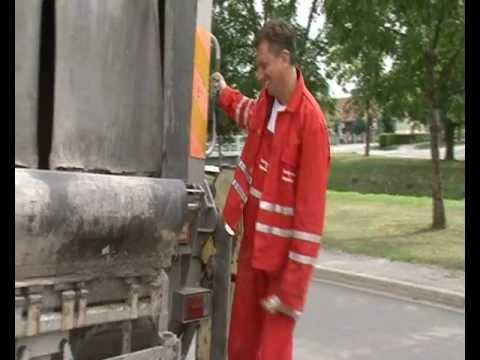 Borut Pahor pri odvozu odpadkov v Bakovcih