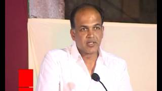Does Hrithik Like Ashutosh Gowariker More Than Farhan?   Bollywood Masala   Latest Bollywood News