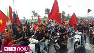 Nội Bài: Hàng nghìn CĐV hừng hực khí thế đón O. Việt Nam | VTC Now