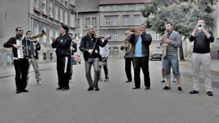 mahala rai banda zukizuki on street