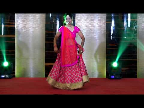 Bride's Solo Performance on her Sangeet on Bollywood track