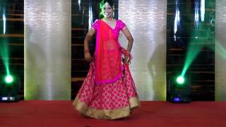 "Bride's Solo Performance on her Sangeet on Bollywood track ""Dil Deewana"""