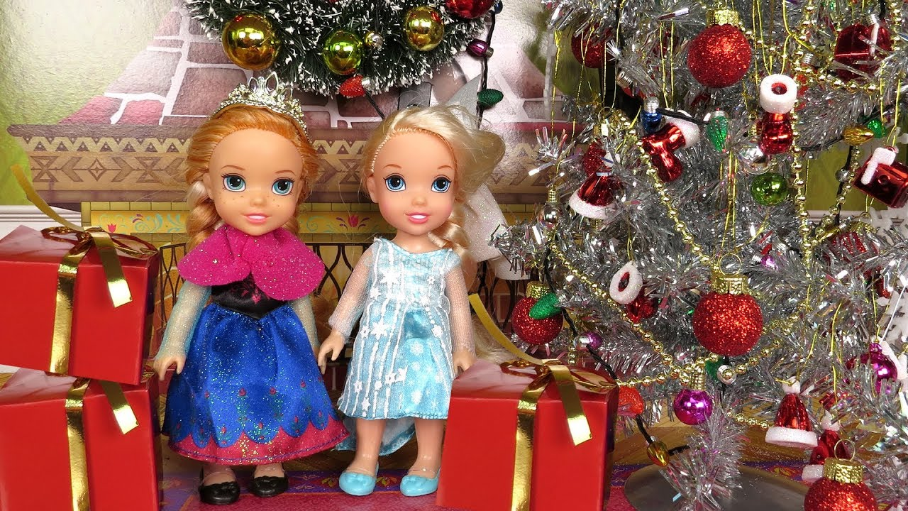 Christmas ! Elsa and Anna toddlers - Santa gifts - Tree decoration ...