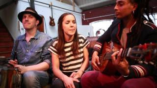 Groovejet (If This Ain't Love) - Acoustic - Simi & the Laa's