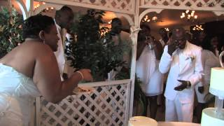 Video Food Fight - Kim and  Chris Cake Cutting at Their Milwaukee Wedding download MP3, 3GP, MP4, WEBM, AVI, FLV November 2017