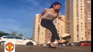 Hotgirl Kỹ Thuật Bóng Đá Điều Luyện Trên Đường Phố